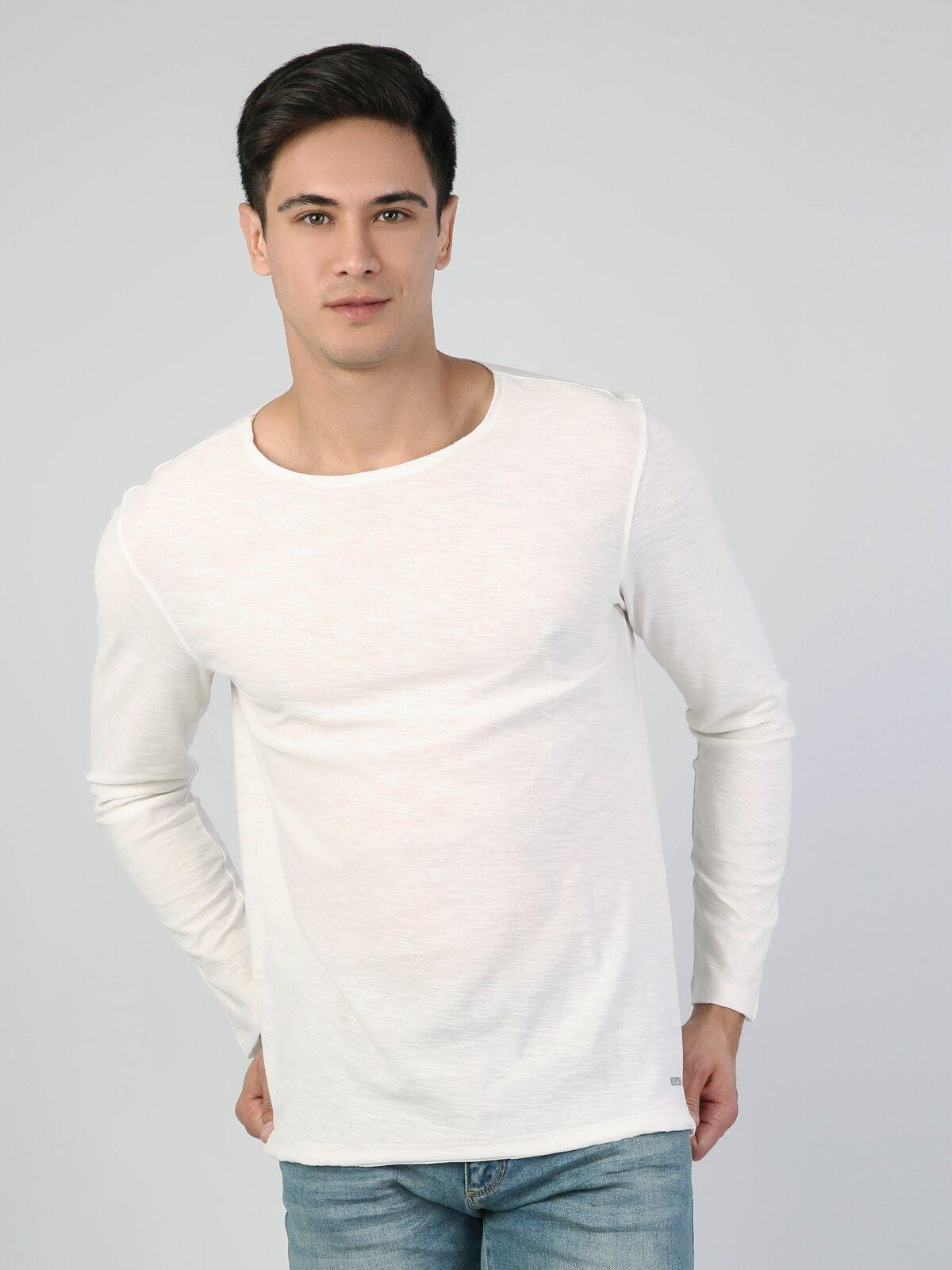 Beyaz Yuvarlak Yaka Uzun Kol Tişört