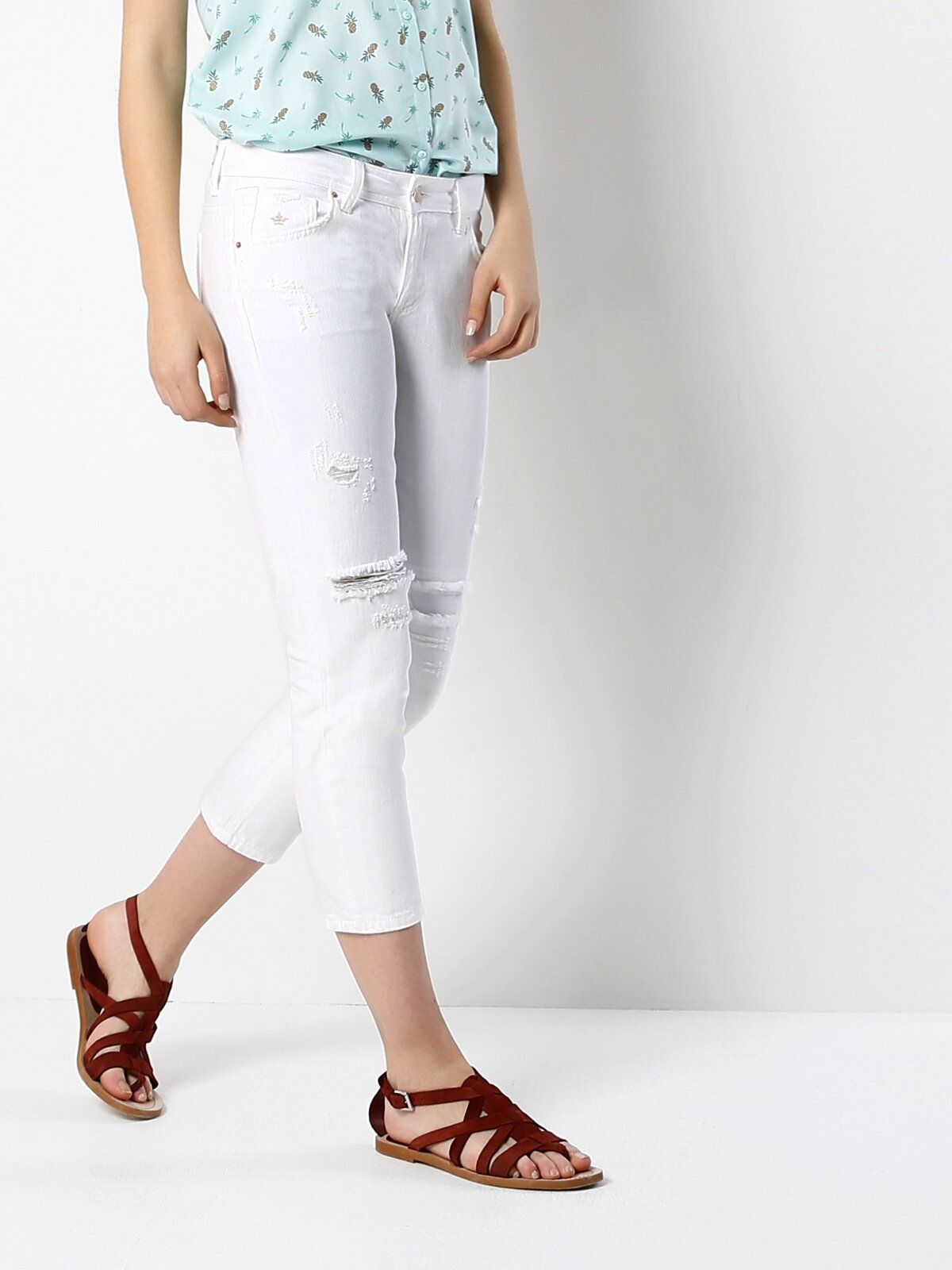 892 Alina Dar Kesim Düşük Bel Kısa Paça Beyaz Jean Pantolon