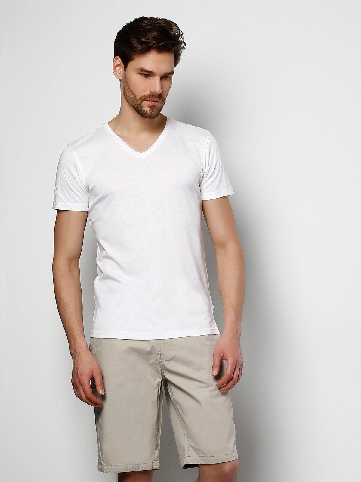 Beyaz V Yaka Kısa Kol Tişört