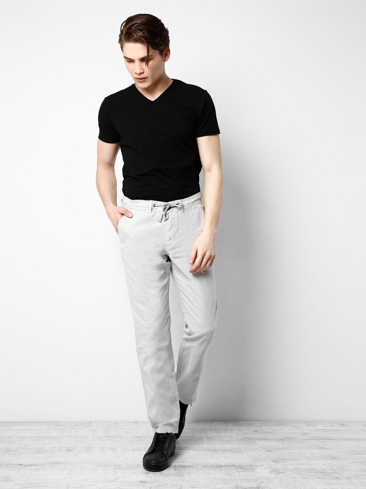 Siyah V Yaka Kısa Kol Tişört