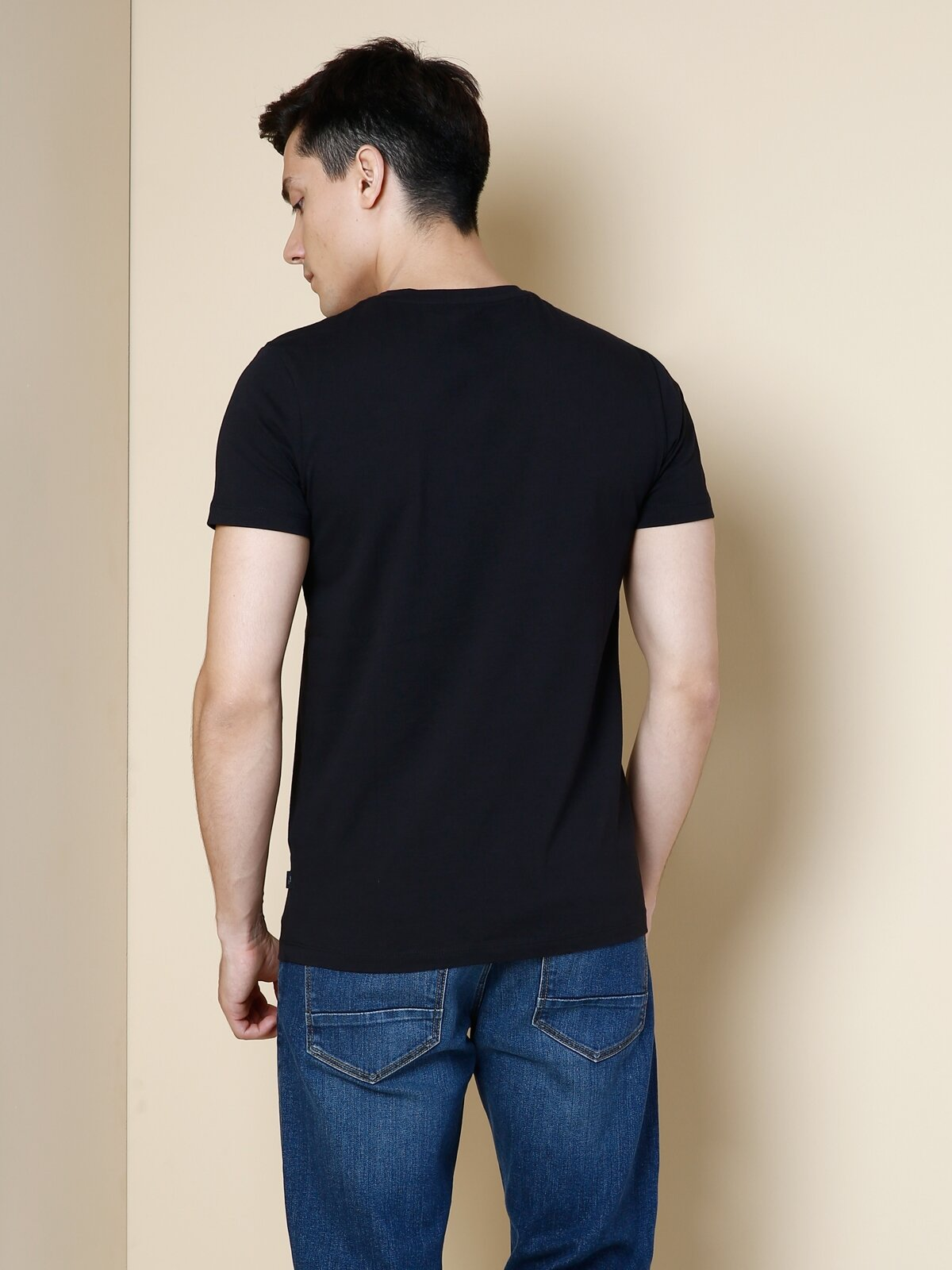 Siyah Bisiklet Yaka Kısa Kol Tişört