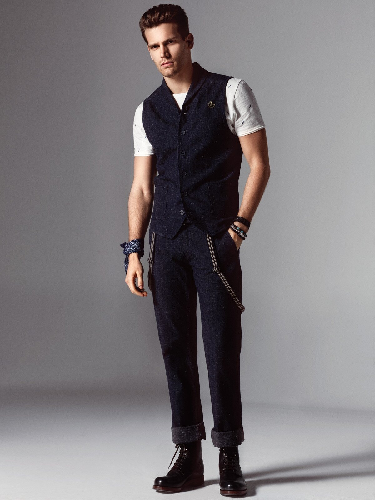 048 Frank Normal Kesim Orta Bel Düz Paça Siyah Jean Pantolon