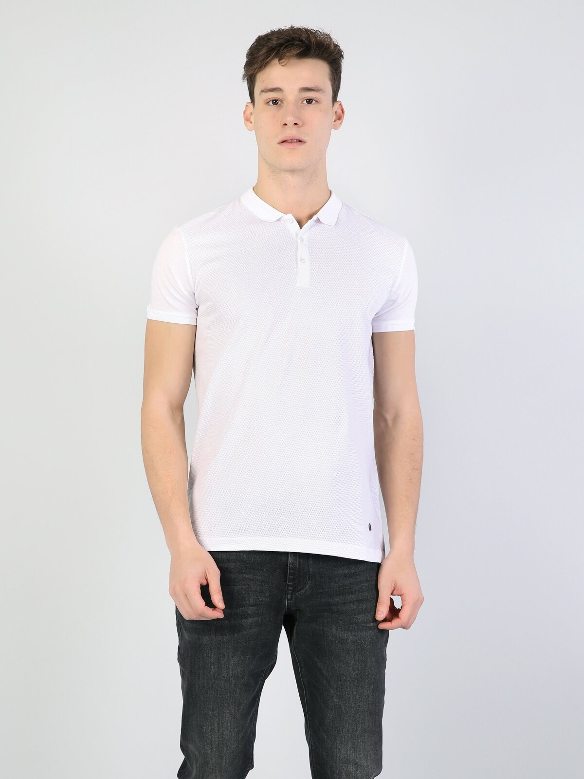 Dar Kesim Polo Yaka Beyaz  Tişört