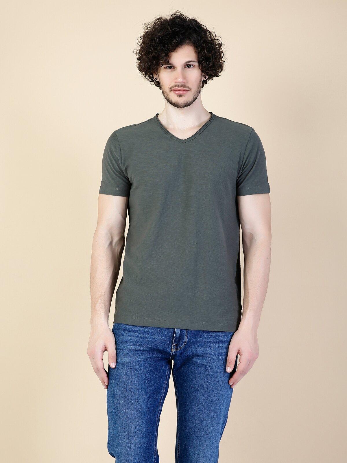 Regular Fit V Yaka Erkek Haki Kısa Kol Tişört