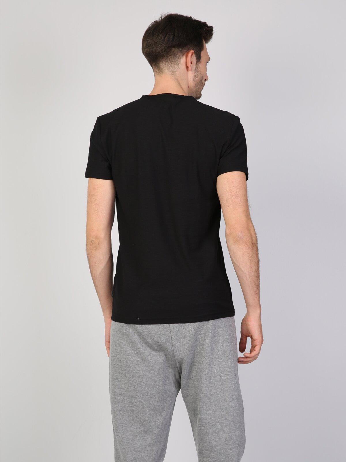 Siyah V Yaka Erkek Kısa Kol Tişört