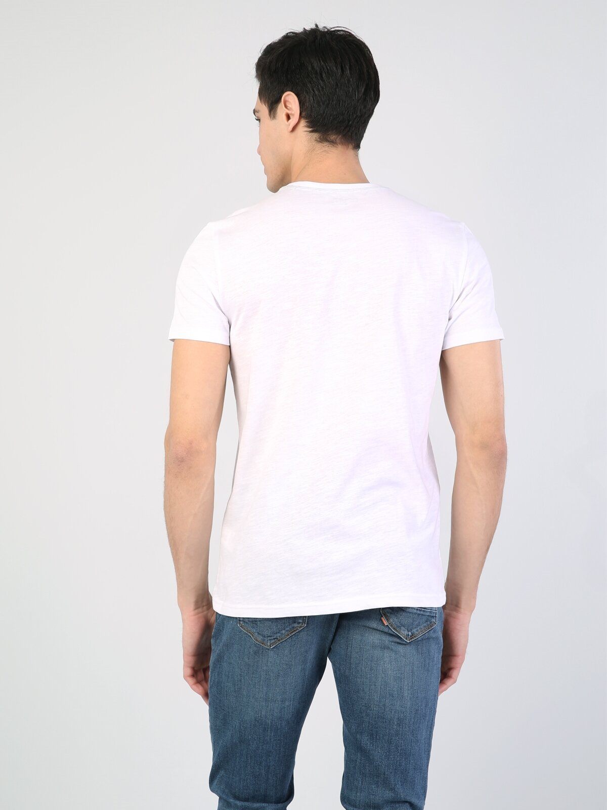 Beyaz Yuvarlak Yaka Kısa Kol Tişört
