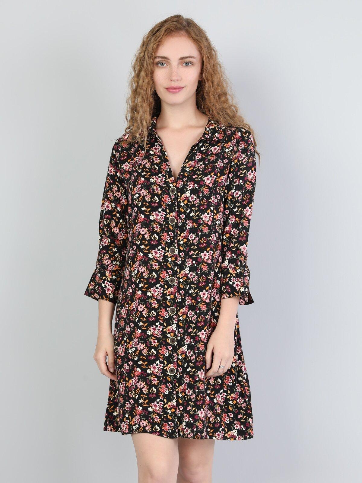 Rahat Kesim Düğmeli Çiçek Desenli Kadın Elbise