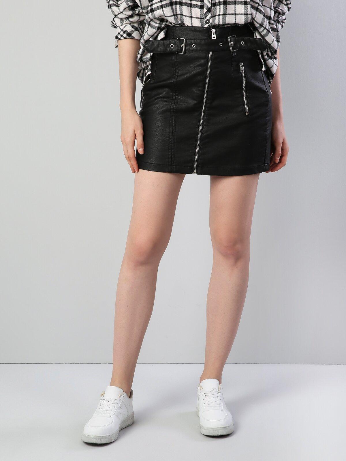 Siyah Fermuar Detaylı Kemerli Mini Etek