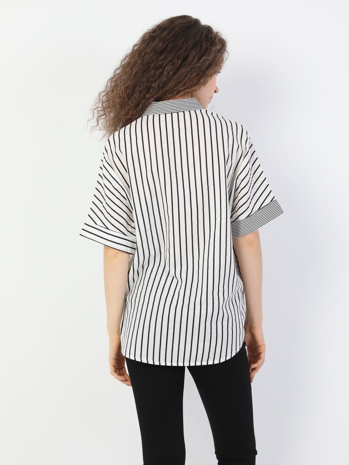 Relaxed Fit Standart Kol V Yaka Siyah Kadın Gömlek Kısa Kol