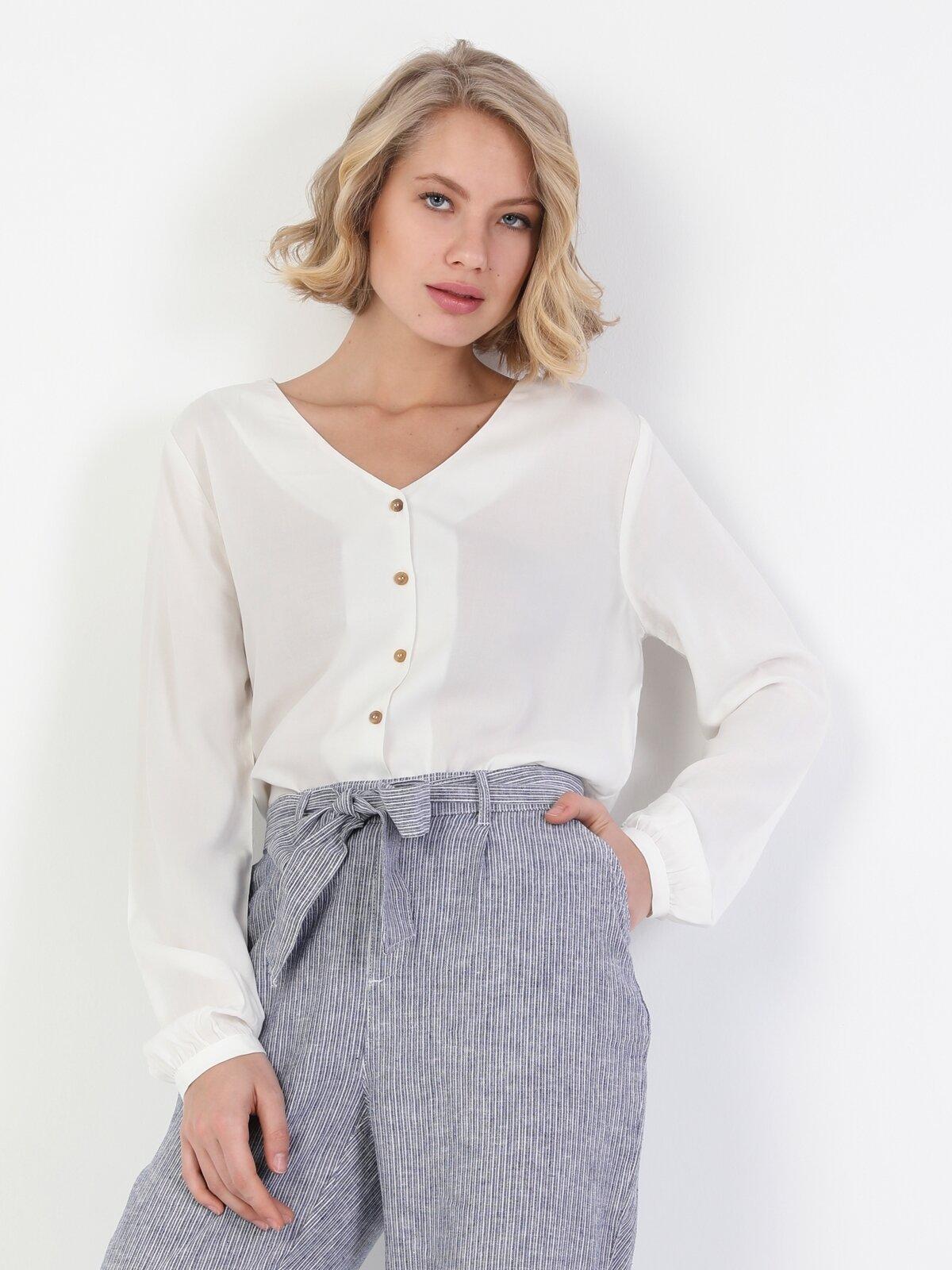 Slim Fit V Yaka Kadın Beyaz Uzun Kol Gömlek