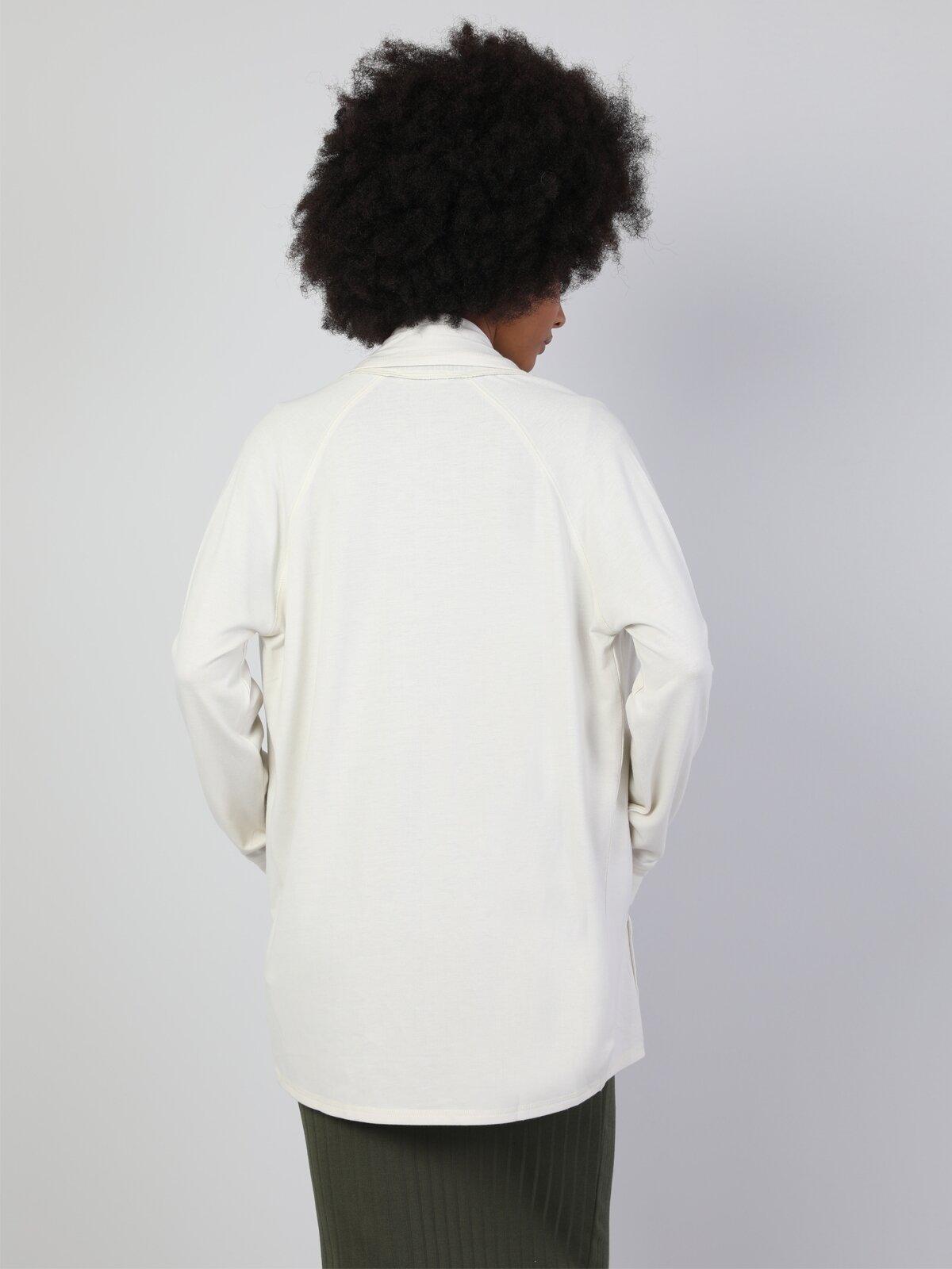 Regular Fit Çift Cepli Beyaz Kadın Hırka