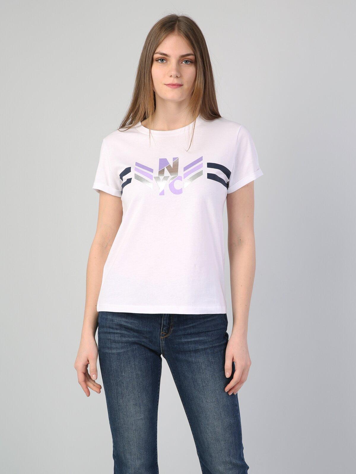 Beyaz Yuvarlak Yaka Kadın Kısa Kol Tişört