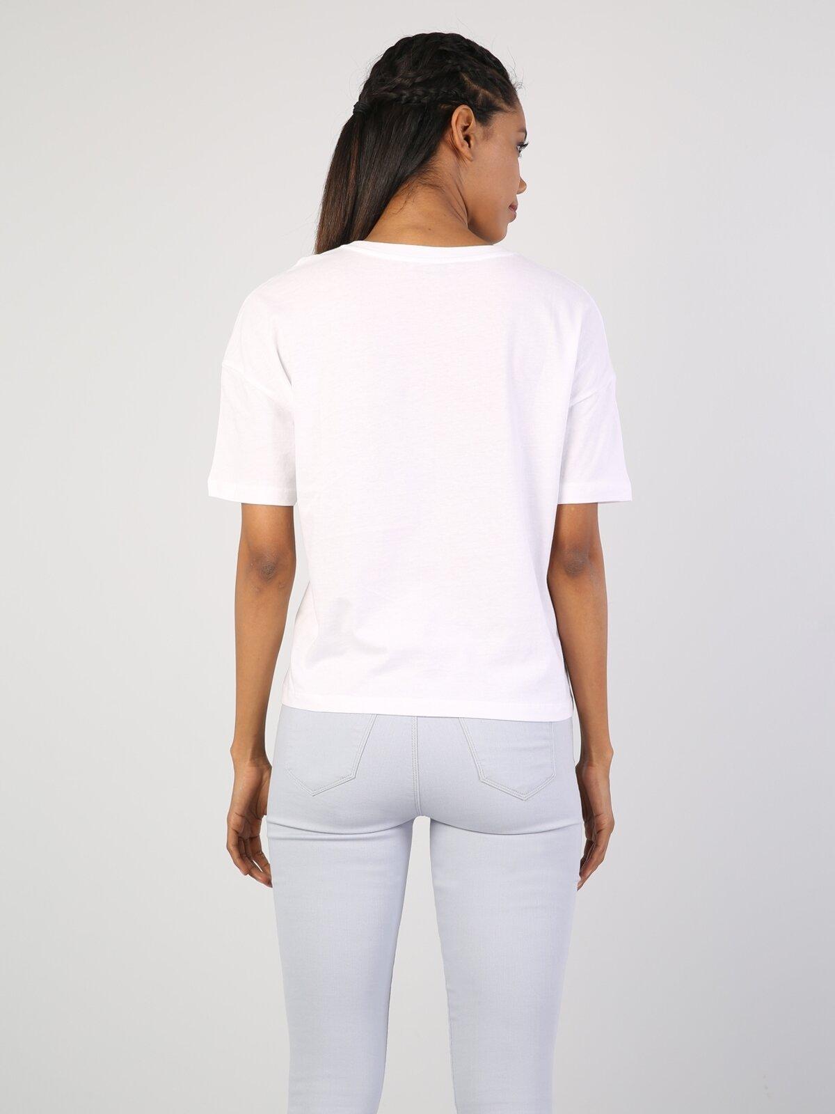 Rahat Kesim Cepli Beyaz Kadın Kısa Kol Tişört