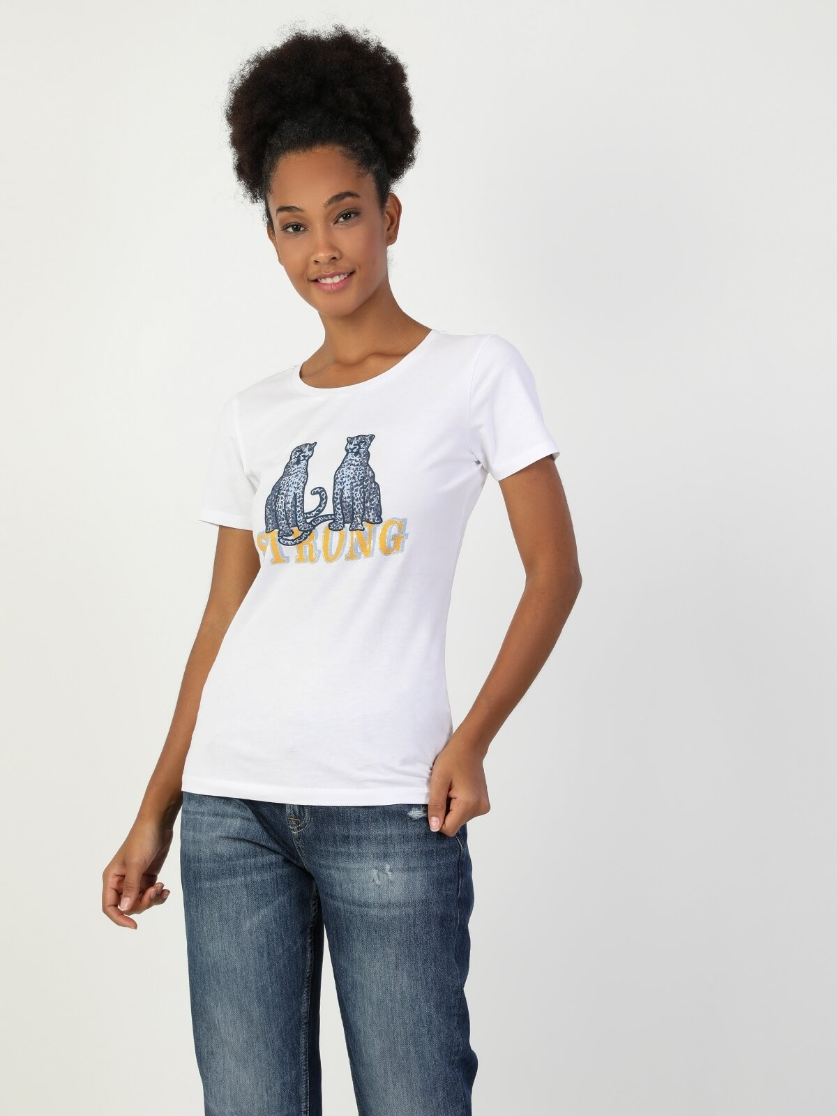 Slim Fit Bisiklet Yaka Kadın Beyaz Kısa Kol Tişört