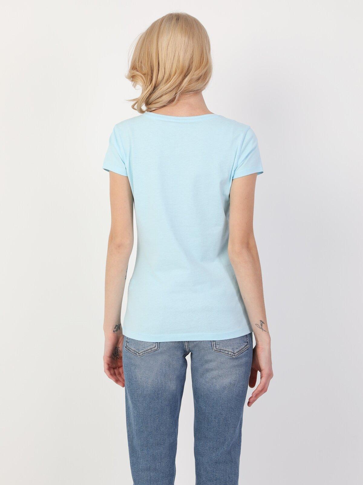 Slim Fit Standart Kol Bisiklet Yaka Açık Mavi Kadın Kısa Kol Tişört