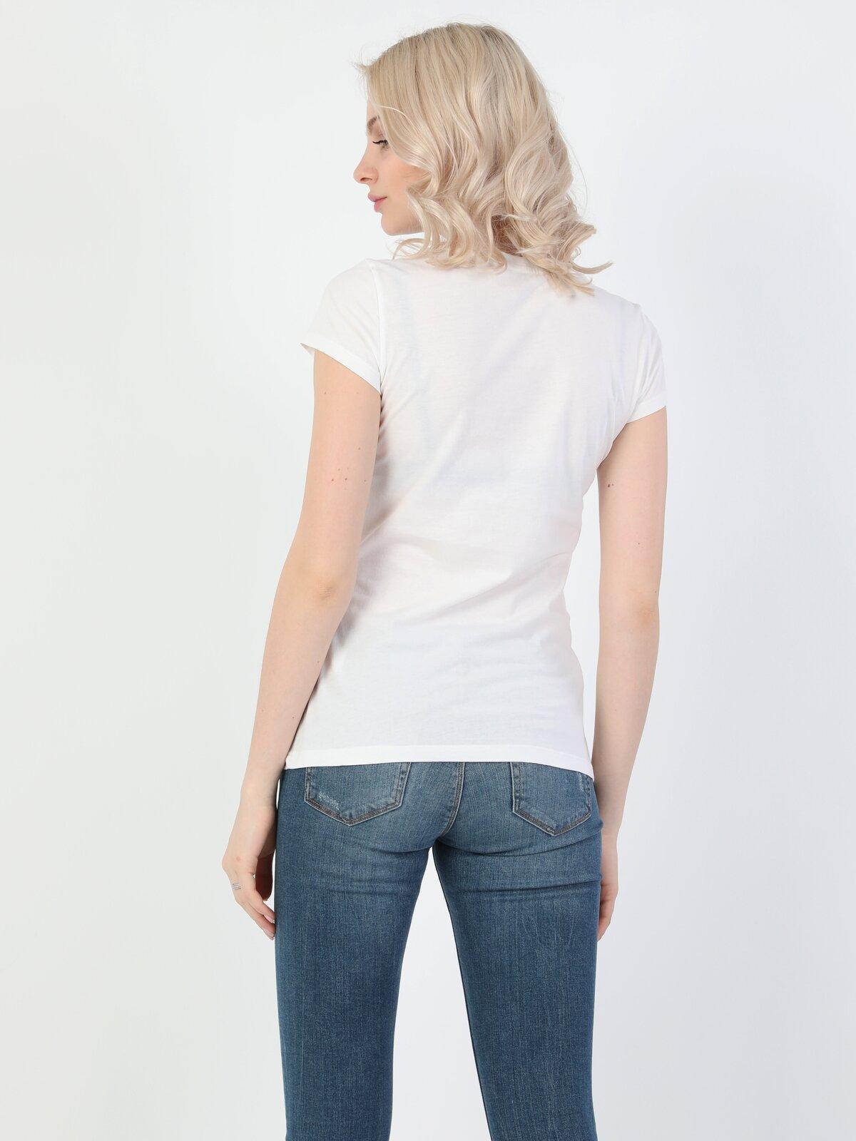 Slim Fit Standart Kol Bisiklet Yaka Beyaz Kadın Kısa Kol Tişört