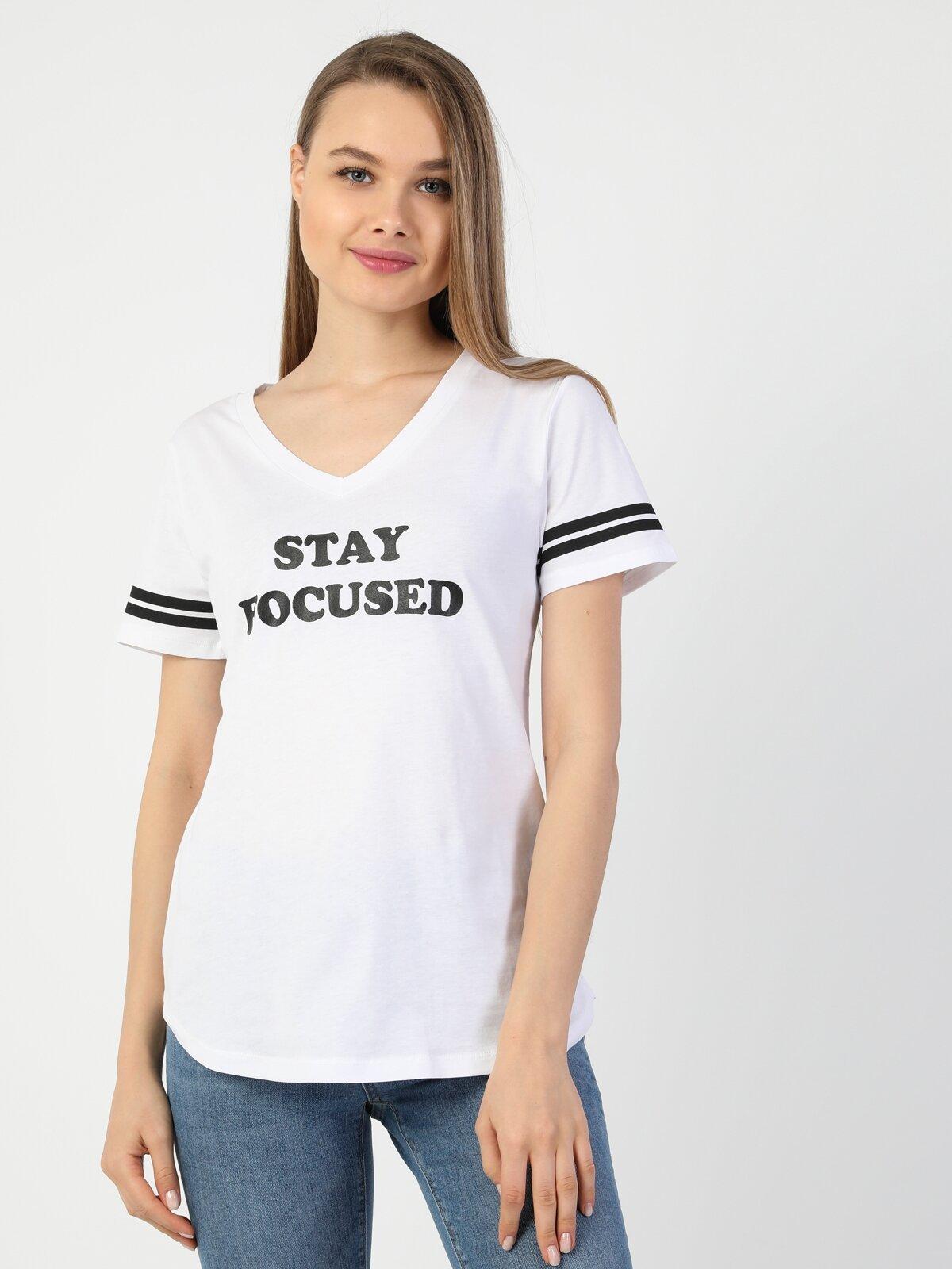 Regular Fit V Yaka Örme Kadın Beyaz Kısa Kol Tişört