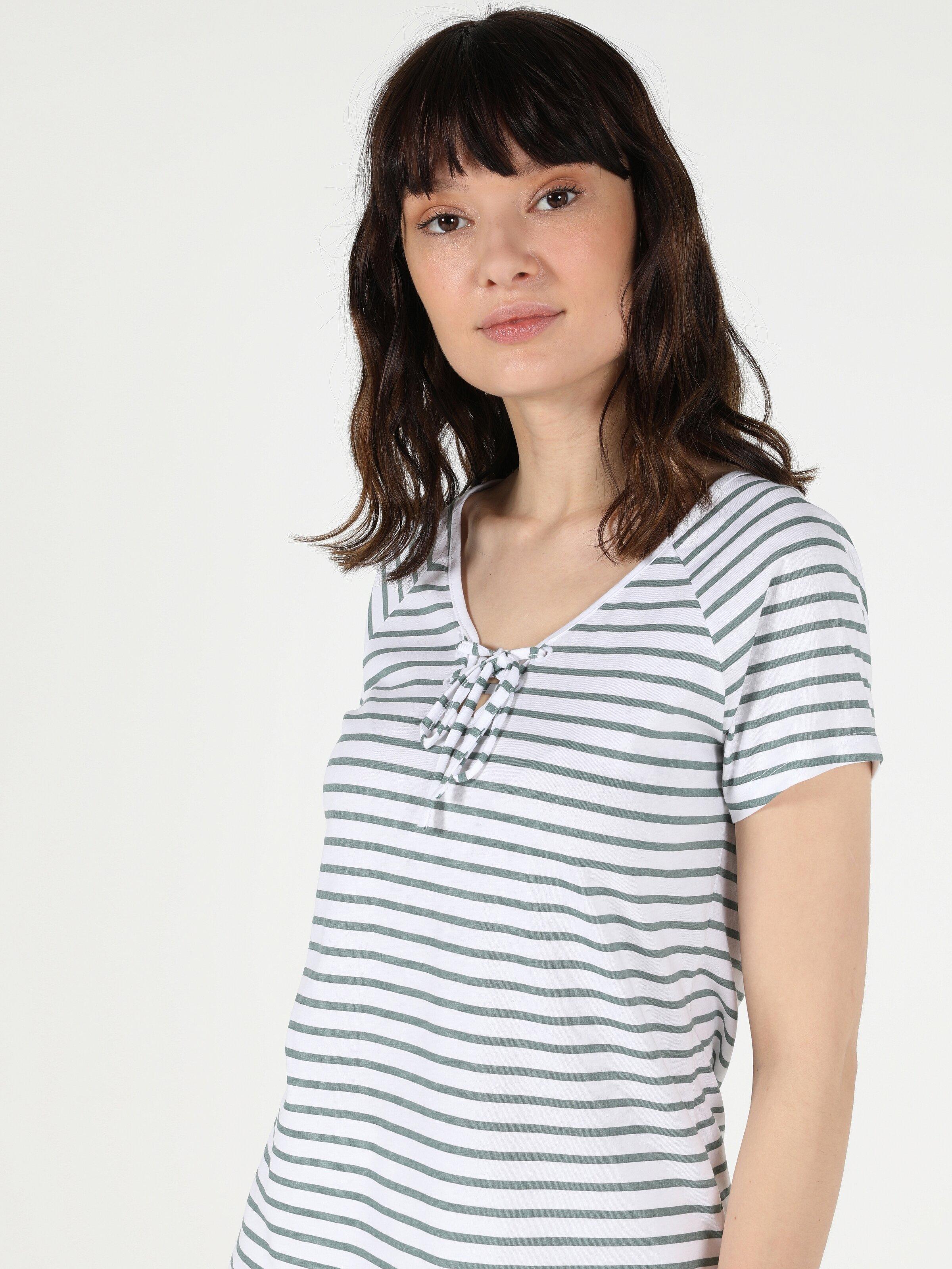 Slim Fit V Yaka Örme Kadın Beyaz Kısa Kol Tişört
