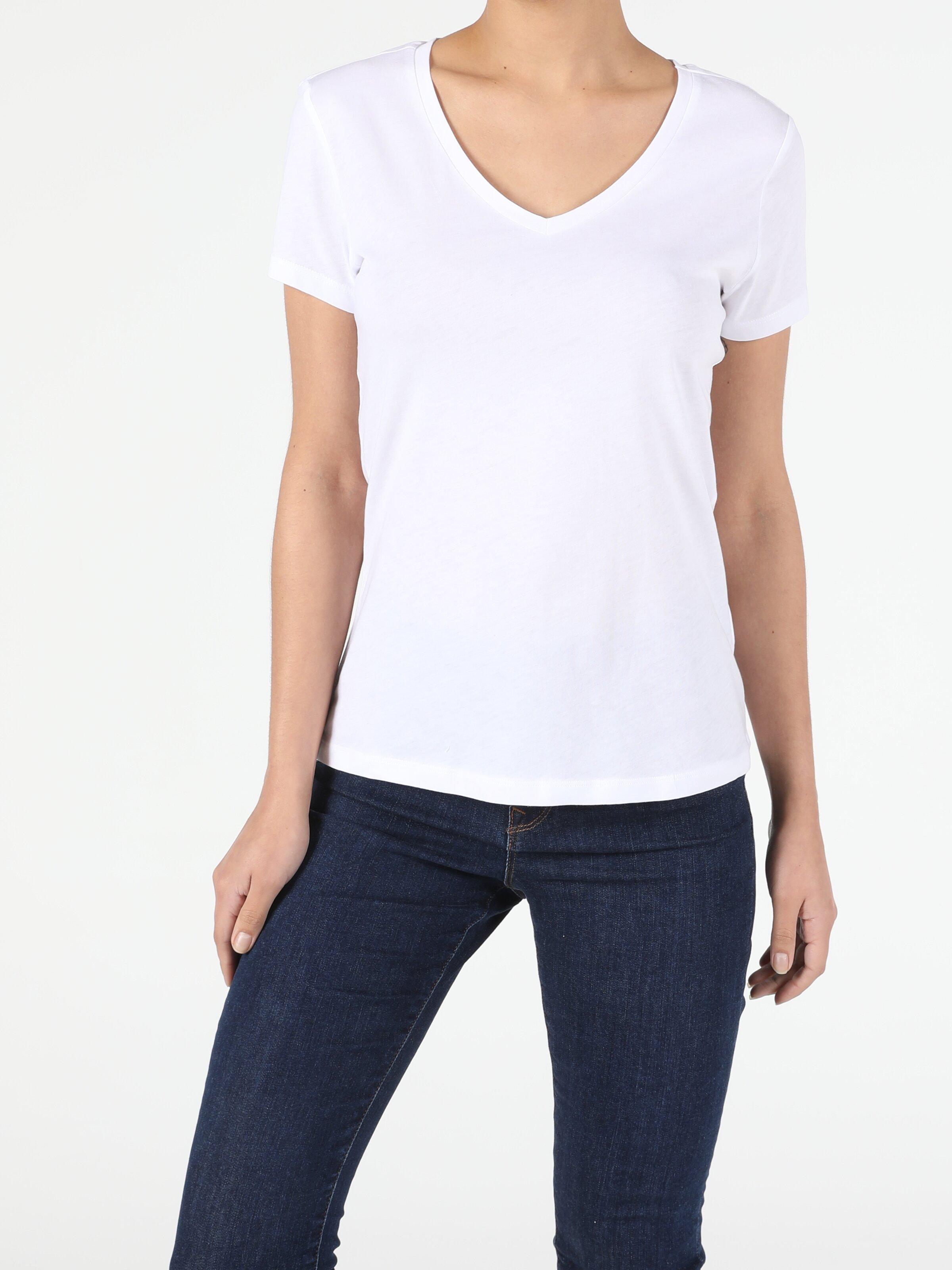 Regular Fit V Yaka Kadın Beyaz Kısa Kol Tişört