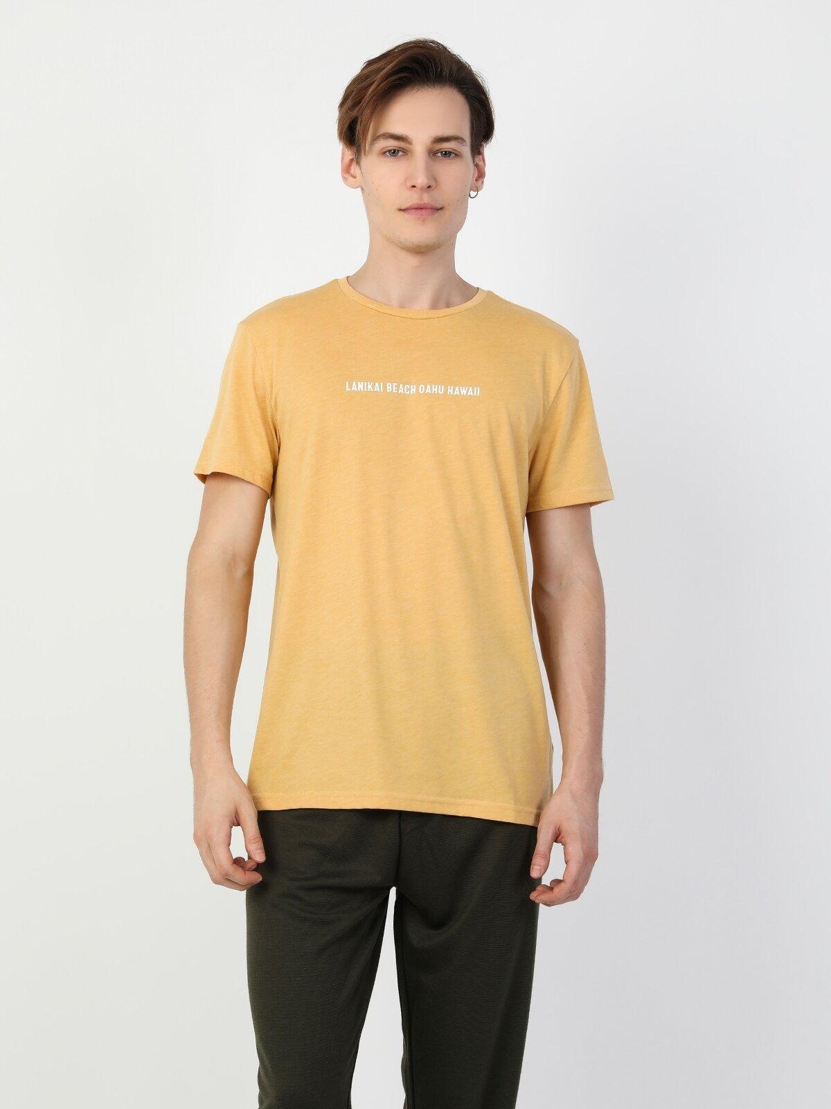 Regular Fit Erkek Yazılı Sarı Kısa Kol Tişört