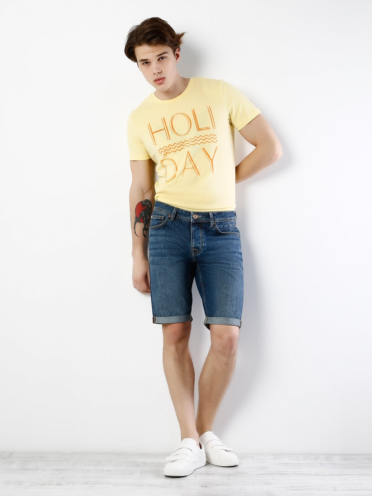 Sarı Yuvarlak Yaka Kısa Kol Tişört