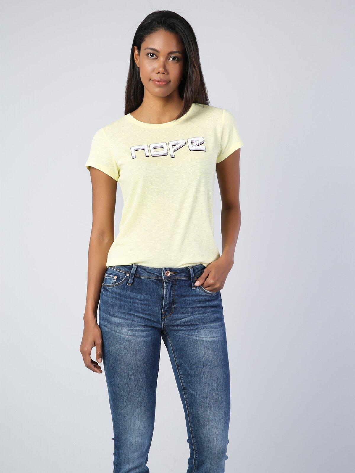 Sarı Yuvarlak Yaka Kadın Kısa Kol Tişört