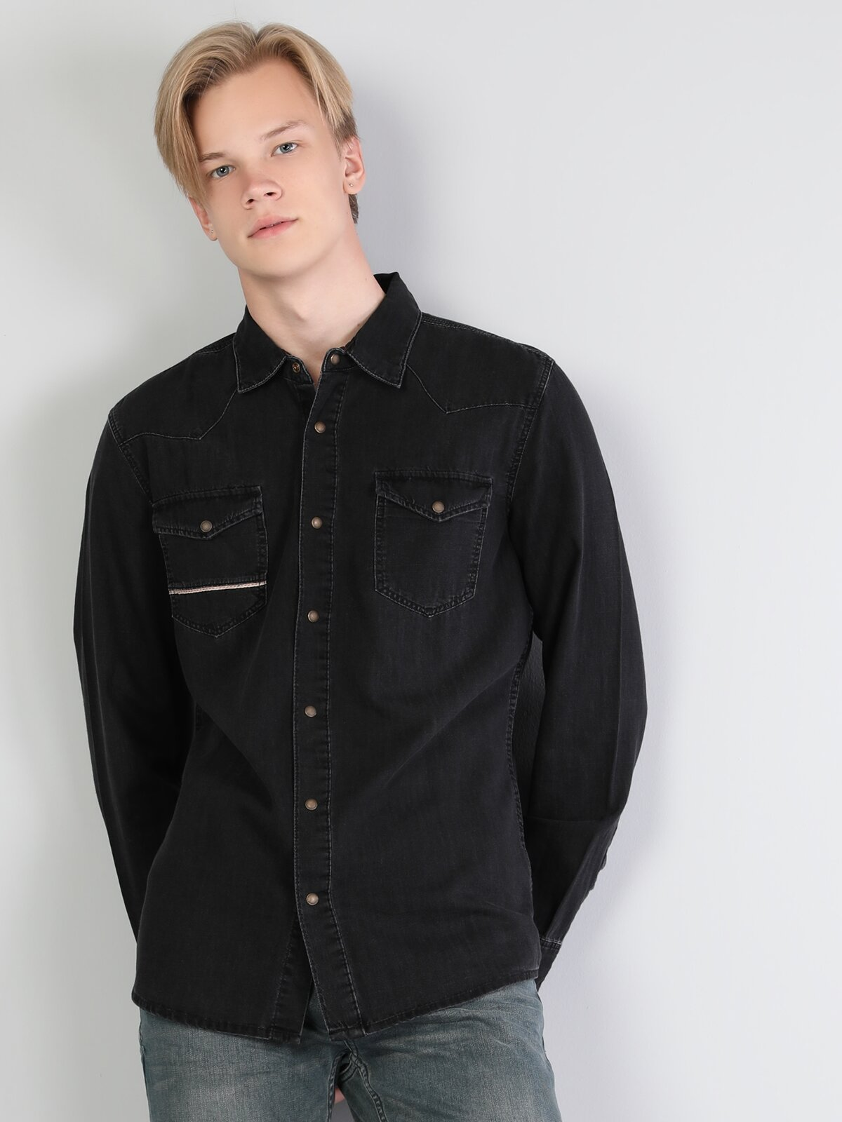 Dar Kesim Siyah Uzun Kol Jean Gömlek