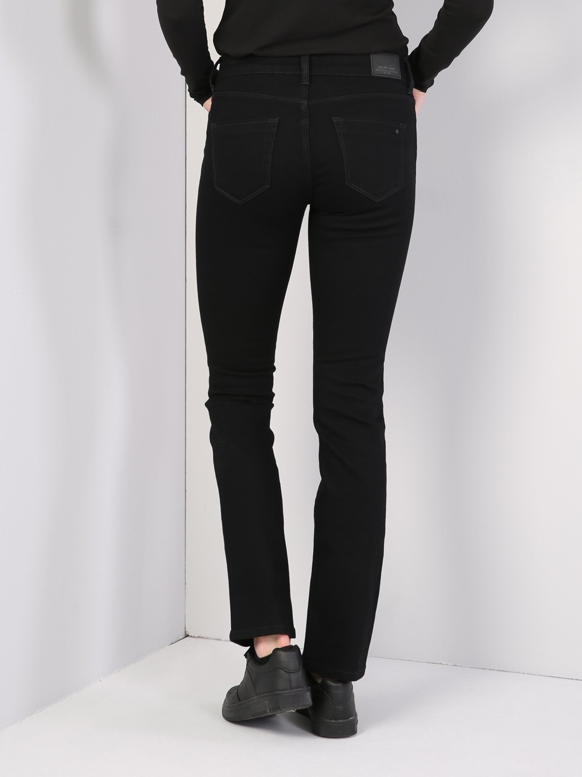 792 Mıla Regular Fit Orta Bel Düz Paça  Kadın Siyah Jean Pantolon
