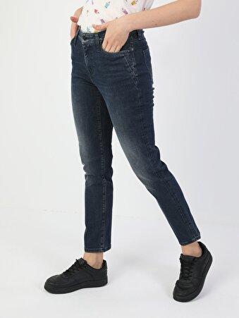 703 Carla Dar Kesim Normal Bel Düz Paça Koyu Mavi Kadın Pantolon