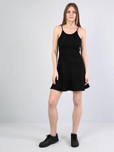 Derin Yuvarlak Yaka Kolsuz Diz Üstü Siyah Elbise